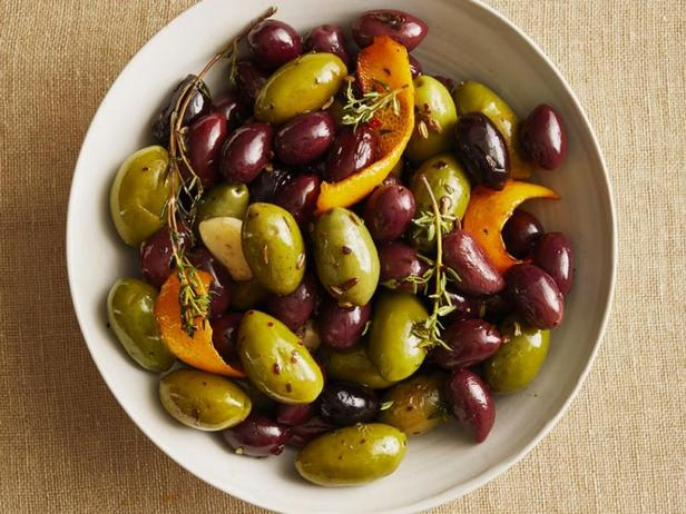 Тёплые маринованные оливки