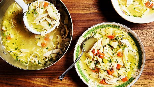 Суп с индейкой, яичной лапшой и овощами